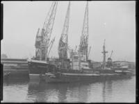 1976-7016 Schepen aan de kade van de Binnenhaven, bij de Firma A. Vijfvinkel.