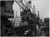 1976-7772 Het schip de Astrid Bakke aan de kade van de Merwehaven.