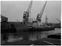 1976-7807 Het schip 'Birkholm' in de Binnenhaven, voor de firma Vijfvinkel's expeditiebedrijf.