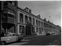1976-7871 Panden aan de Sint-Mariastraat met links glashandel G. Boone op nummer 4.