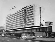 1976-8788 Het Weena ter hoogte van het Hiltonhotel. Op de achtergrond de Coolsingel met het N.E.N. kantoorgebouw