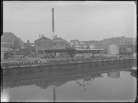 1976-6208-1 De binnenplaats van soda- en chemicaliënfabriek van Kortman en Schulte aan de Achterhaven 48.