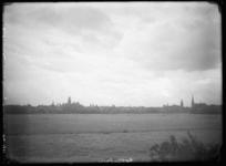 2008-3348 Rotterdam gezien van het Land van Hoboken met links de Binnenweg en rechts de Westzeedijk.