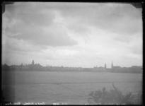 2008-3349 Rotterdam gezien van het Land van Hoboken met links de Binnenweg en rechts de Westzeedijk.
