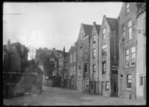 2008-5134 Gezicht op het Achterwater. Rechts de achterzijde van de huizen aan de Havenstraat.