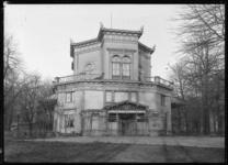 2008-5138 Gezicht op de in het jaar 1857 geopende officierensociëteit van architect J.F. Metzelaer, bolwerk van ...