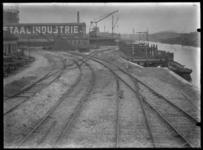 2008-5197-01 Keilehaven met spoorlijnen naar de N.V. Nederlandsche Staalindustrie aan de Keileweg nummer 40.