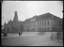 2008-5215 De Coolsingel met het kort daarvoor afgebouwde stadhuis en postkantoor .