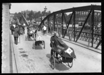 2008-5220 EHBO fietskarren op de Koninginnebrug.