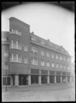 2008-5252 Winkels en woningen aan het Burgemeester Meineszplein in Rotterdam West.