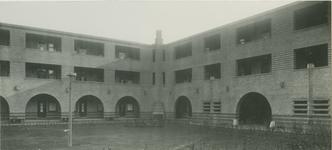 IX-1894-4 De binnenhof van de Matheneserhof.