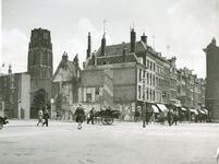 IX-1939 De Meent, rechts de Westewagenstraat. Op de achtergrond de toren van de Sint-Laurenskerk.