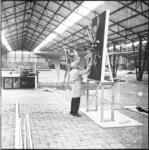 10083 In de tijdelijke Ahoy-hal op Heliport aan de Hofdijk wordt door hoveniers en tuinarchitecten gewerkt aan de ...