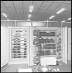 10101-1 Wandkasten vol magneetbanden.