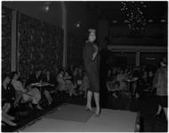 1011-1 De Rotterdamse mode-ontwerper Cargelli geeft grote lustrumshow in het Flevo-restaurant.