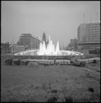 10143 Vernieuwing van de vloer rond en in de spuitende Hofplein-fontein.