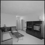 10227-3 Overzicht interieur hotelkamer in Skyway.