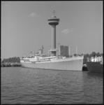 10254 Ms. 'Seven Seas' in de Parkhaven met op de achtergrond de Euromast; foto gemaakt vanaf Charloisse Hoofd.