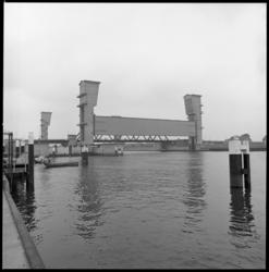 10270 Stormvloedkering tussen Krimpen aan den IJssel en Capelle aan den IJssel en Algerabrug.