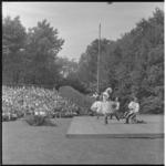 103-1 Scapino-balletdansers treden op voor veel publiek in het Openluchttheater Dijkzigt.