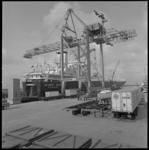 10313 Start van de transatlantische containerdienst van de Atlantic Container Line met het schip 'Atlantic Span' in de ...