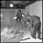 10323-1 Filmstudio van Karel Borgers waar men bezig is met opnamen.