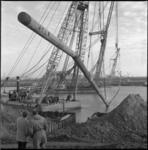 10333 Plaatsen van zinker in het Hartelkanaal tussen 4e en 5e Petroleumhaven.