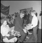 10336 Burgemeester Wim Thomassen en diens echtgenote bij de opening van clubhuis van de Arend en de Zeemeeuw aan de ...