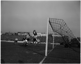 1035 Spelmoment uit de voetbalwedstrijd Sparta - Enschede.