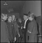 10355-1 Leden van de krijgsmacht tijdens de receptie van dr. L. de Jong na zijn aanvaarding van het ambt van ...