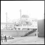 10368 Het Chinese propagandaschip Li-Ming, afgemeerd bij Pakhuismeesteren in de Waalhaven.