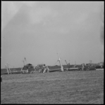 10383 Het schip Hornland ligt schuin weggezonken in het Scheur ter hoogte van Vlaardingen.