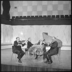 10602 Het kamerorkest Sonata da Camera repeteert op het podium van de kleine zaal in de Doelen.