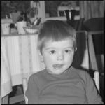 10615 Portret van drie-jarige Corrina Konijnenburg, het 'Poessie-mauw'-meisje uit de show van Tom Manders (Dorus)