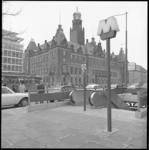 10641-2 Metro-ingang Coolsingel zijde Hilton, met stadhuis op de achtergrond.