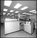 10657-2 Zaal met computerkasten en - systemen.