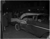 1071 Beschadigde personenauto op het kruispunt Meermanstraat - Dirk Smitsstraat na een aanrijding met een autobus.