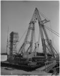 1074-2 De verkeersbrug tussen Capelle- en Krimpen aan den IJssel bij de stormvloedkering wordt geplaatst.