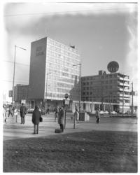 10795 Exterieur Rijnhotel; gefotografeerd vanaf Kruisplein.