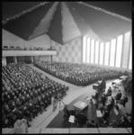 10833-3 Overzicht Grote Aula van de Nederlandse Economische Hogeschool tijdens de rectoraatsoverdracht.