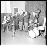1084 Een jazzband treedt op in Huize Sint-Liduina.