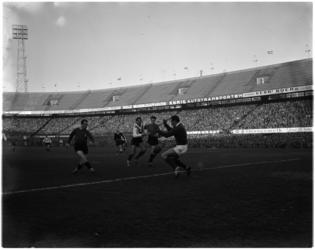 1088 Spelmoment uit de voetbalwedstrijd Feyenoord - Amsterdam