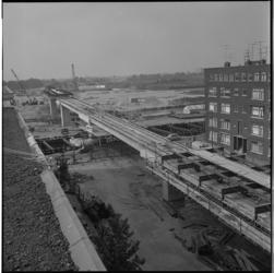 10897-2 Nieuw tramviaduct voor lijn 5, vanaf Schieweg over de Gordelweg richting Schiebroek.