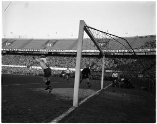 1094 Spelmoment uit de voetbalwedstrijd Feyenoord - NAC.