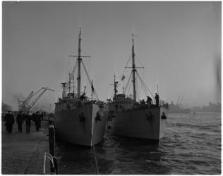 1095 Duitse marineopleidingsschepen Trave en Eider afgemeerd aan de Parkkade voor een tweedaags bezoek aan Rotterdam.