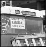 10963 Autobus met bestemmingsduiding 'Jerusalem' en reclame-etiket van Breijer Glashandel.