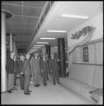 11022 Officiële onthulling van kunstwerk in de hal van het Spaarbank-hoofdkantoor aan de Botersloot.