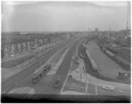 11043 Hoog overzicht vanuit de Grensflat (Schiedam) van de gerenoveerde Schiedamseweg, met links woningen ...