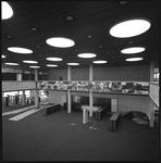 11058-1 Interieur nieuwbouw op Woudestein van de Nederlandse Economische Hogeschool (Erasmus Universiteit).