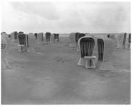 112-2 Strandstoelen op het strand van Hoek van Holland.